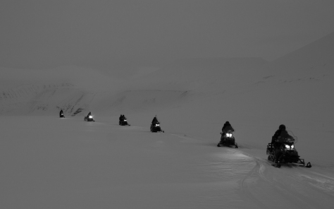Svalbard_scott_turnerbreen_snowmobiles