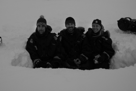 Svalbard_scott_turnerbreen_snowpit_lunch