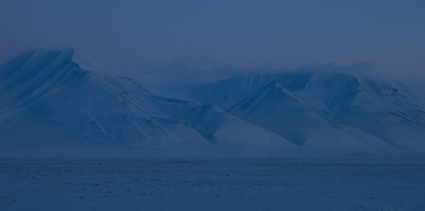 Svalbard_sea_ice_mountains