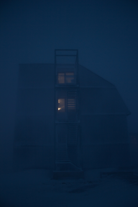 Svalbard_storm_building