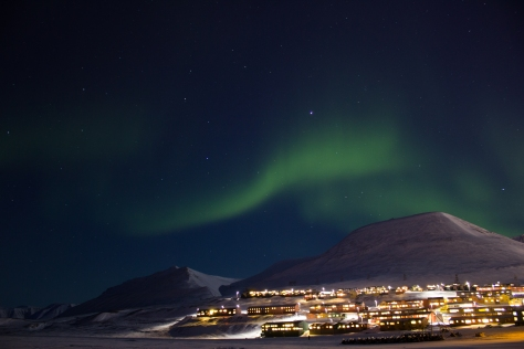 Svalbard_aurora_27feb_1