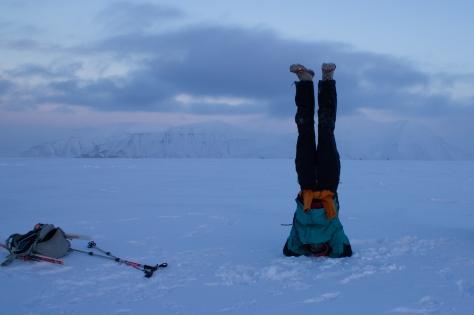 Svalbard_Jessica_handstand