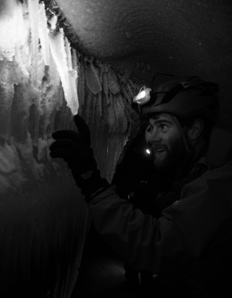 Svalbard_Larsbreen_caves_part_1_Tom_icicle_light