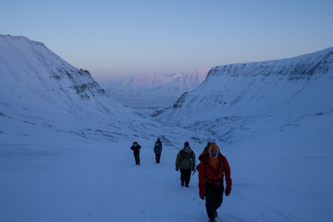 Svalbard_trollsteinen_setting_out