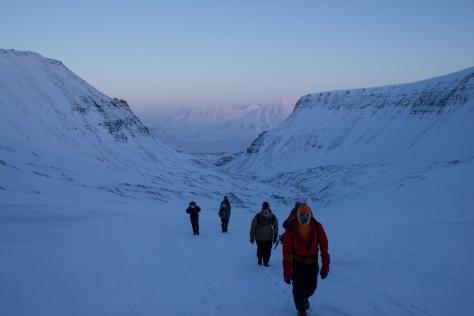 Svalbard_trollsteinen_setting_out