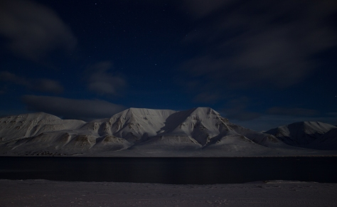 Svalbard_March7_nightshots_mountains_sea