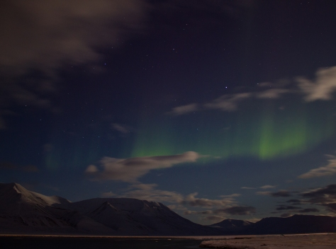 Svalbard_March7_nightshots_mountains_sea_Aurora
