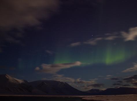 Svalbard_March7_nightshots_mountains_sea_Aurora