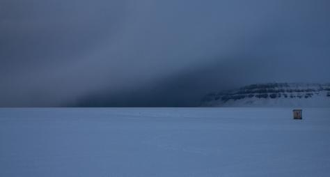 Svalbard_Tunabreen_hut_c2