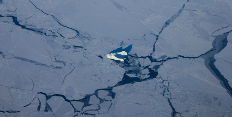 Svalbard_Departure_flight_Greenland_iceberg