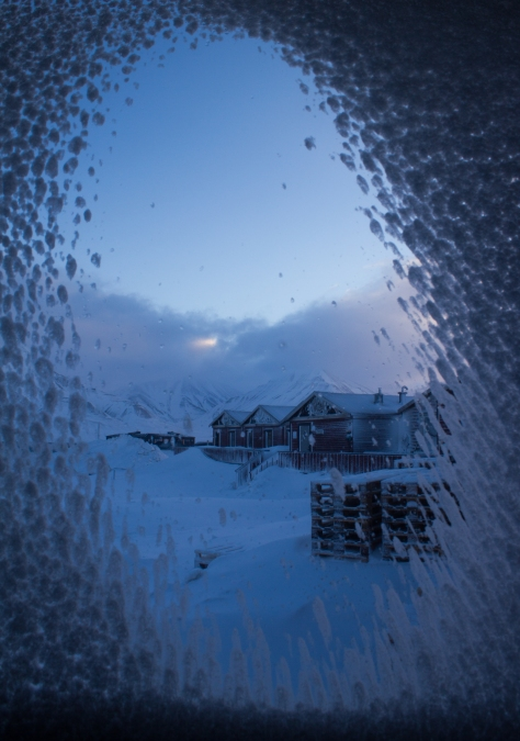 Svalbard_snowy_window